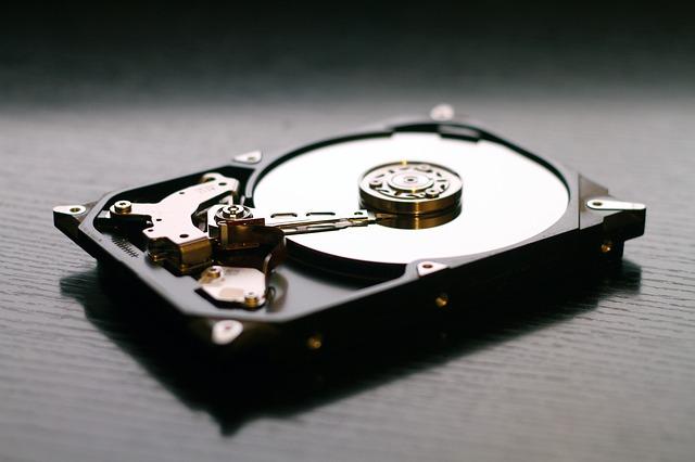 obnažený harddisk